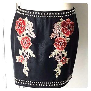 Romeo & Juliet blk vegan skirt, Sz Lrg, lined.